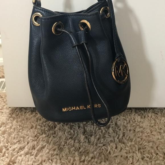 ea3a5865e6d0 Michael Kors bucket bag navy blue. M 5ac1298372ea8825566c864f